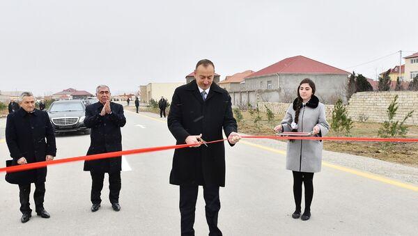 Президент Азербайджана Ильхам Алиев принял участие в открытии в Сабунчинском районе Баку капитально реконструированной автомобильной дороги Рамана-Маштага и пятикилометрового участка автодороги, фото из архива - Sputnik Азербайджан