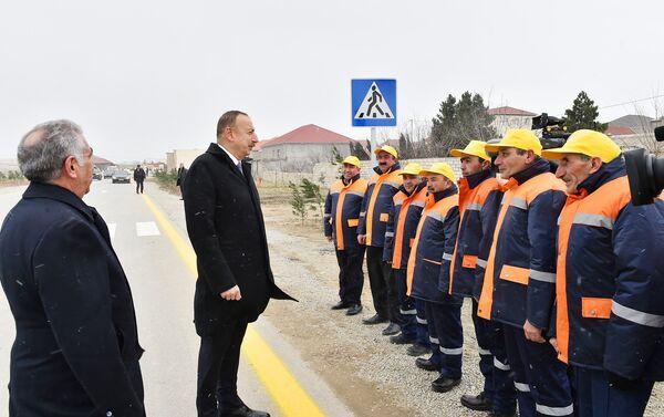 Президент Азербайджана Ильхам Алиев принял участие в открытии в Сабунчинском районе Баку капитально реконструированной автомобильной дороги Рамана-Маштага и пятикилометрового участка автодороги Зых-Амирджан-Ени Сураханы - Sputnik Азербайджан
