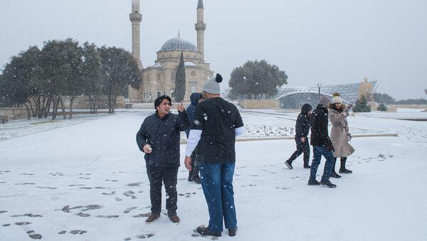 Обильный снегопад в Баку, архивное фото - Sputnik Азербайджан