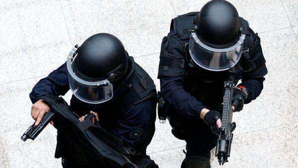 Сотрудники правоохранительных органов во время спецоперации, фото из архива - Sputnik Азербайджан
