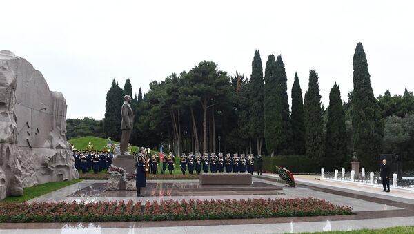 Президент посетил могилу общенационального лидера, фото из архива - Sputnik Азербайджан