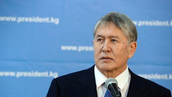 Президент Кыргызстана Алмазбек Атамбаев - Sputnik Азербайджан