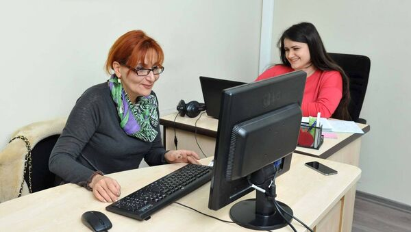Армянский журналист и правозащитник Сюзан Джагинян в редакции Haqqin.az - Sputnik Азербайджан