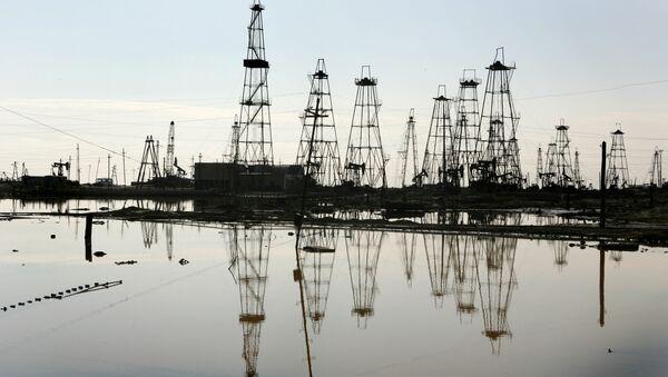 Добыча нефти на Каспии, фото из архива - Sputnik Azərbaycan