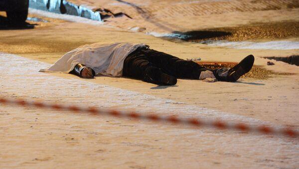 Тело мужчины на дороге, фото из архива - Sputnik Азербайджан