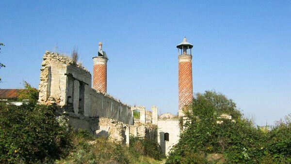 Верхняя мечеть Гевхар-аги в оккупированном Арменией городе Шуше - Sputnik Азербайджан