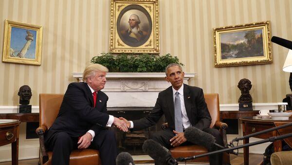Избранный президент США Дональд Трамп на встрече с президентом Соединенных Штатов Бараком Обамой в Белом доме, 10 ноября 2016 года - Sputnik Азербайджан