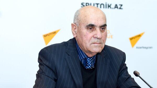 Политолог Расим Агаев в ходе видеомоста в Мультимедийном пресс-центре Sputnik Азербайджан - Sputnik Азербайджан