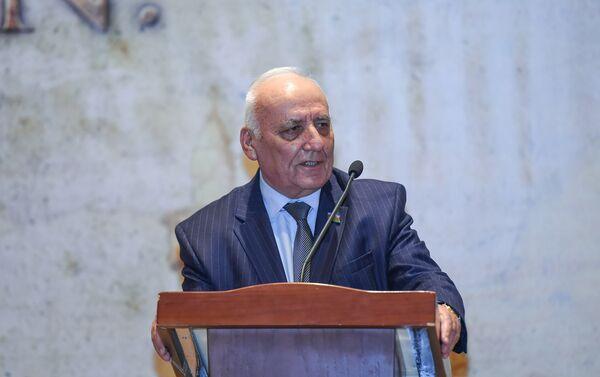 На презентации также выступил директор Института истории НАНА Ягуб Махмудов - Sputnik Азербайджан