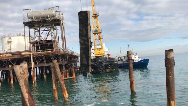 Специальный штаб продолжает поиск пропавших нефтяников - Sputnik Азербайджан