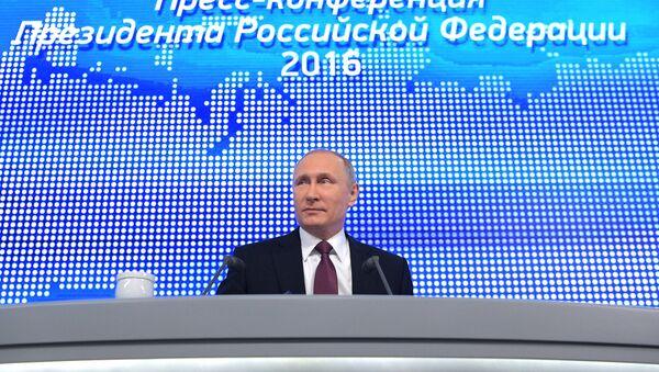 Двенадцатая ежегодная большая пресс-конференция президента РФ Владимира Путина - Sputnik Азербайджан