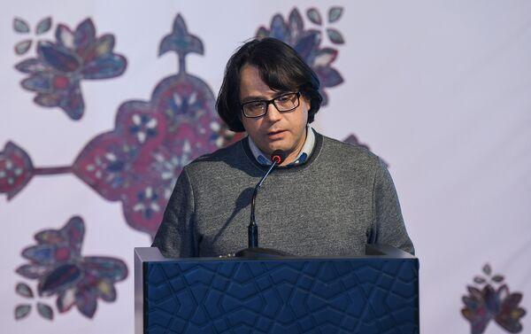 Заместитель директора Музея ковра по реставрации и консервации Ялчин Салимов - Sputnik Азербайджан