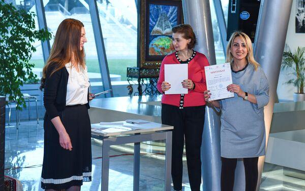 Сертификаты были вручены участникам мастер-классов, проведенных в рамках проекта Культурное наследие Азербайджана - Sputnik Азербайджан