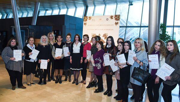 Награжденные участники проекта, подготовленного Национальной Комиссией по делам ЮНЕСКО и Азербайджанским Музеем Ковра - Sputnik Азербайджан