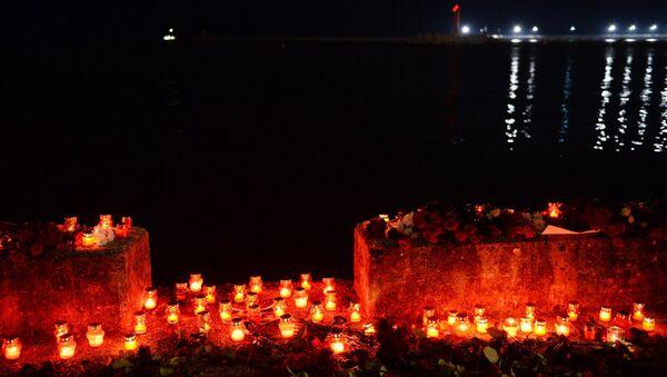 Акция памяти по погибшим в авиакатастрофе в Сочи - Sputnik Азербайджан