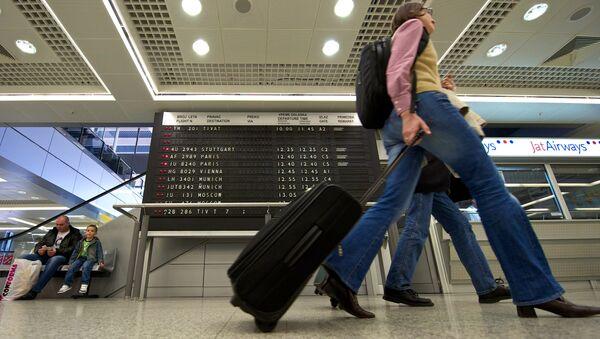 Туристы в аэропорту, фото из архива - Sputnik Азербайджан