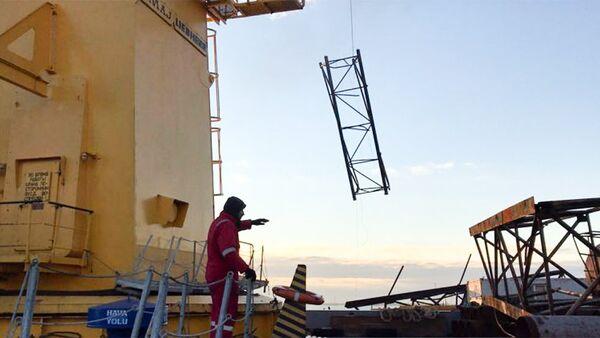 Поисково-спасательные работы на месте аварии, произошедшей на нефтесборном пункте ПО Азнефть - Sputnik Азербайджан