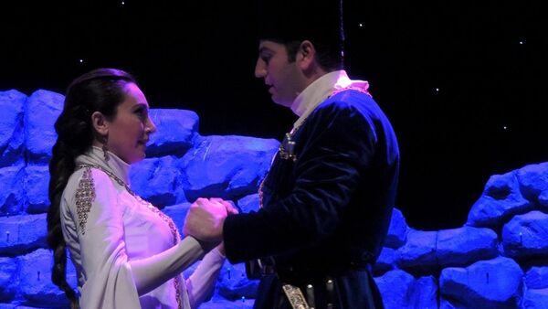 Спектакль Али и Нино отличается тем, что в нем лиризм сталкивается с драматизмом - Sputnik Азербайджан