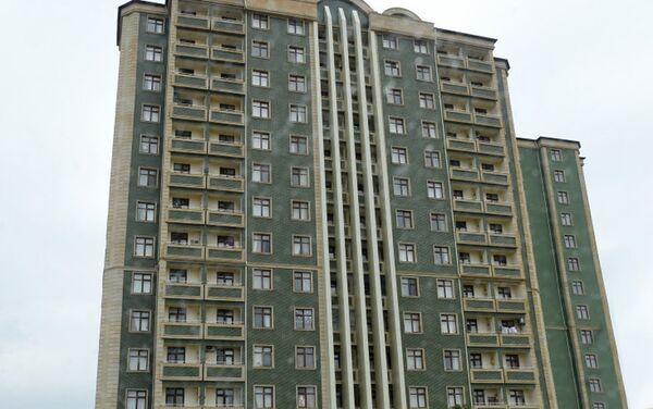 Здание на 120 квартир для детей, лишенных родительской опеки, и воспитанников детских домов в поселке Масазыр Абшеронского района - Sputnik Азербайджан