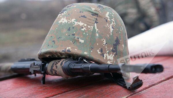 Каска армянского солдата, фото из архива - Sputnik Azərbaycan