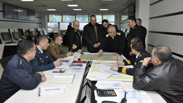 Члены семей пропавших в море нефтяников побывали в поисково-спасательном штабе - Sputnik Азербайджан