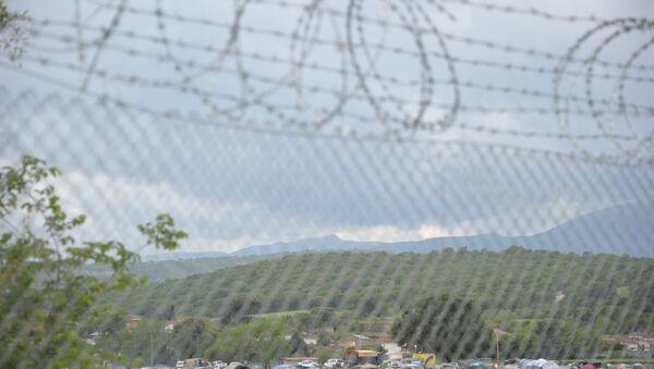 Колючая проволока на границе, фото из архива - Sputnik Азербайджан