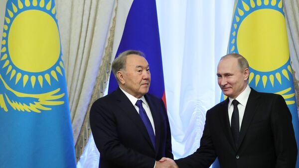 Президент РФ Владимир Путин и президент Казахстана Нурсултан Назарбаев, фото из архива - Sputnik Азербайджан