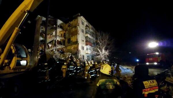 Работа спасателей МЧС на месте обрушения жилого дома в Казахстане - Sputnik Азербайджан