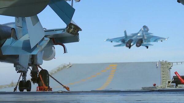 Крейсер Адмирал Кузнецов и СКР Адмирал Григорович впервые задействованы в операции в Сирии - Sputnik Азербайджан