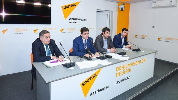 Пресс-конференция руководителя аналитического центра Атлас Эльхана Шахиноглу, посвященная подведению итогов 2016 года с позиции урегулирования нагорно-карабахского конфликта - Sputnik Азербайджан