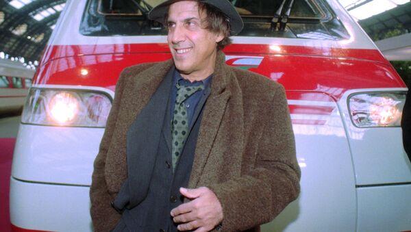 Адриано Челентано в 1995 году - Sputnik Азербайджан