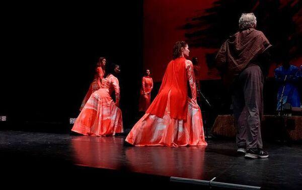 В Центре искусств Хопкинса в США состоялся показ новой версии известного произведения Узеира Гаджибейли Лейли и Меджнун - Sputnik Азербайджан