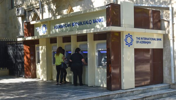 Жители Баку у банкомата, фото из архива - Sputnik Азербайджан