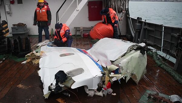 Найденные фрагменты самолета Ту-154, потерпевшего крушение над Черным морем у берегов Сочи - Sputnik Азербайджан