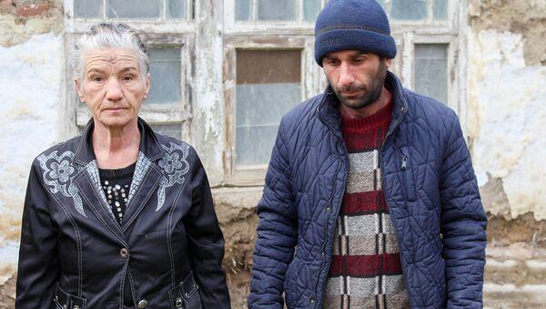 Тетушка Алма с сыном Имраном - Sputnik Азербайджан