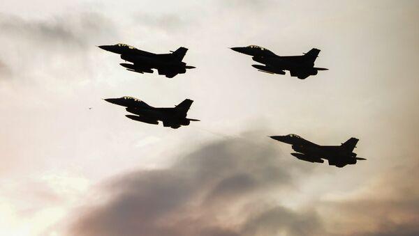 Истребители F16 турецких BBC, фото из архива - Sputnik Azərbaycan
