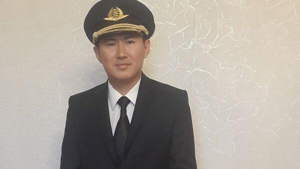Сотрудник одной из кыргызстанских авиакомпаний Турар Исмаилов - Sputnik Азербайджан