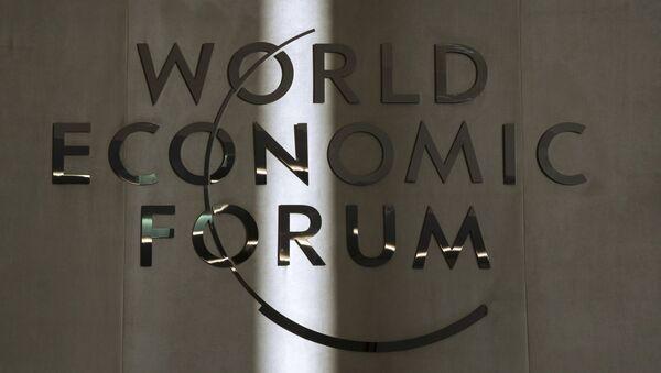 Эмблема Всемирного экономического форума в Давосе - Sputnik Азербайджан