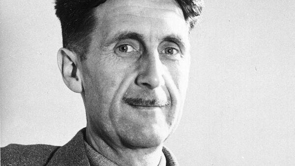 İngiltərənin məşhur yazıçısı Corc Oruell - Sputnik Azərbaycan
