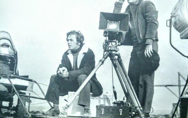 Заслуженный работник культуры Азербайджана Пярвиз Гулиев отмечает двойной юбилей – 75 лет со дня рождения и 55 лет работы в кино - Sputnik Азербайджан