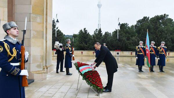Президент Ильхам Алиев почтил светлую память шехидов - Sputnik Азербайджан