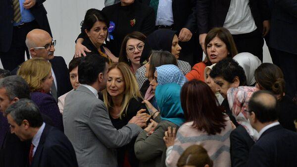Очередной скандал в парламенте Турции - Sputnik Азербайджан