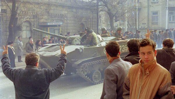 Советский танк в центре Баку, 19 января 1990 года - Sputnik Азербайджан