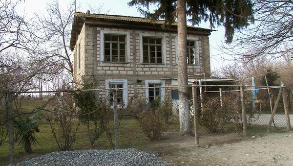 Во время очереднего обстрела два снаряда попали в крышу дома одного из домов. - Sputnik Азербайджан