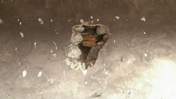 При обстреле пули часто попадают в окна и крыши домов. - Sputnik Азербайджан