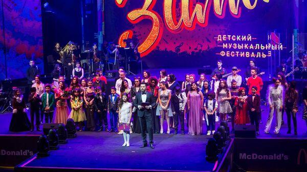 Детский песенный фестиваль Зима - Sputnik Азербайджан