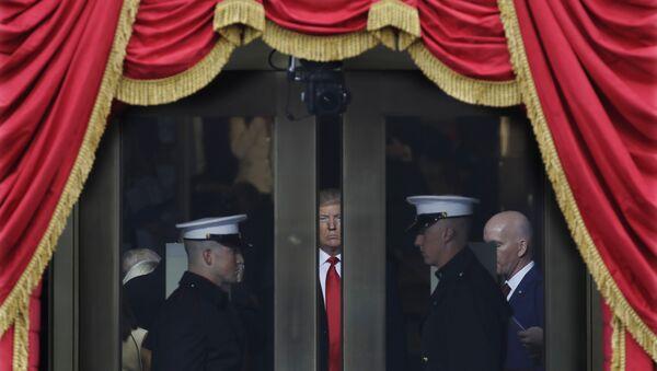 Избранный президент США Дональд Трамп перед инаугурацией в Капитолии, США, Вашингтон, 20 января 2017 года - Sputnik Азербайджан