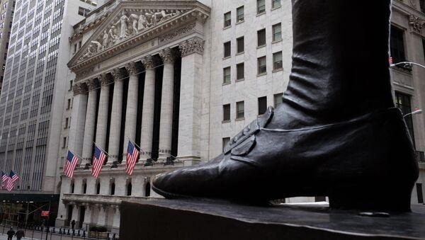 Люди перед Нью-Йоркской фондовой биржей, фото из архива - Sputnik Азербайджан