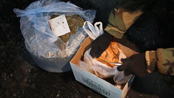 Уничтожение крупной партии наркотиков, фото из архива - Sputnik Азербайджан