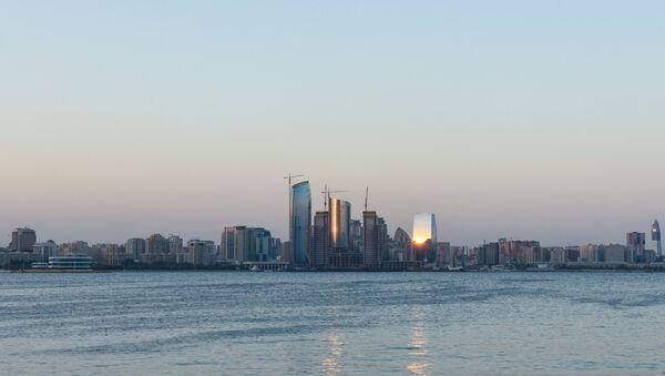 Вид на Баку с Каспийского моря, фото из архива - Sputnik Азербайджан